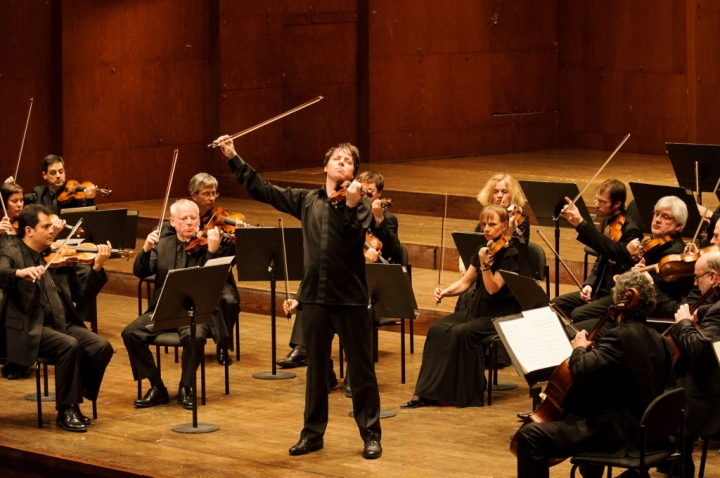 D3X3174-Joshua Bell and ASMF by Ian Douglas