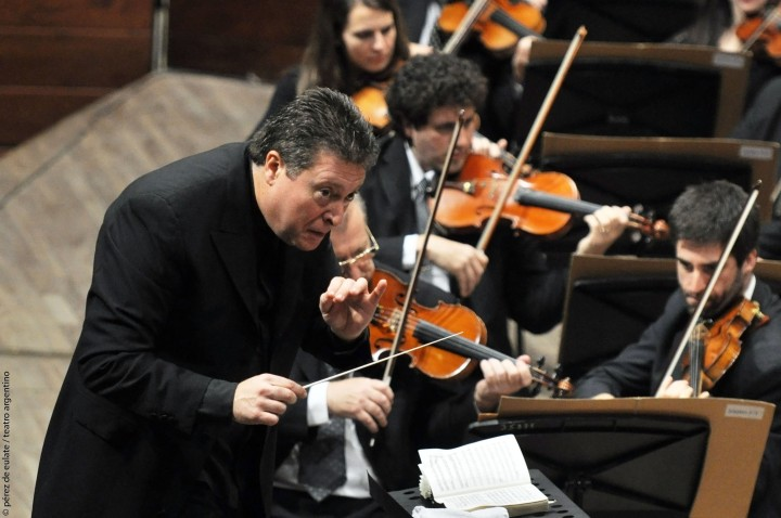 Carlos Vieu conducting